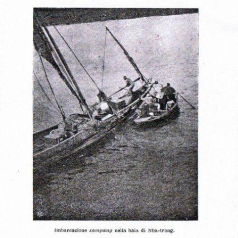 Da Il Congresso di Hanoi: Imbarcazione nella baia di Nha-Trang (f. F. L. Pullè, 1902)